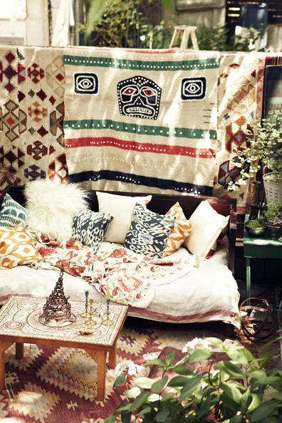 Bohemian+daybed+dressed+patterned+pillows+fczFS3UAj56l