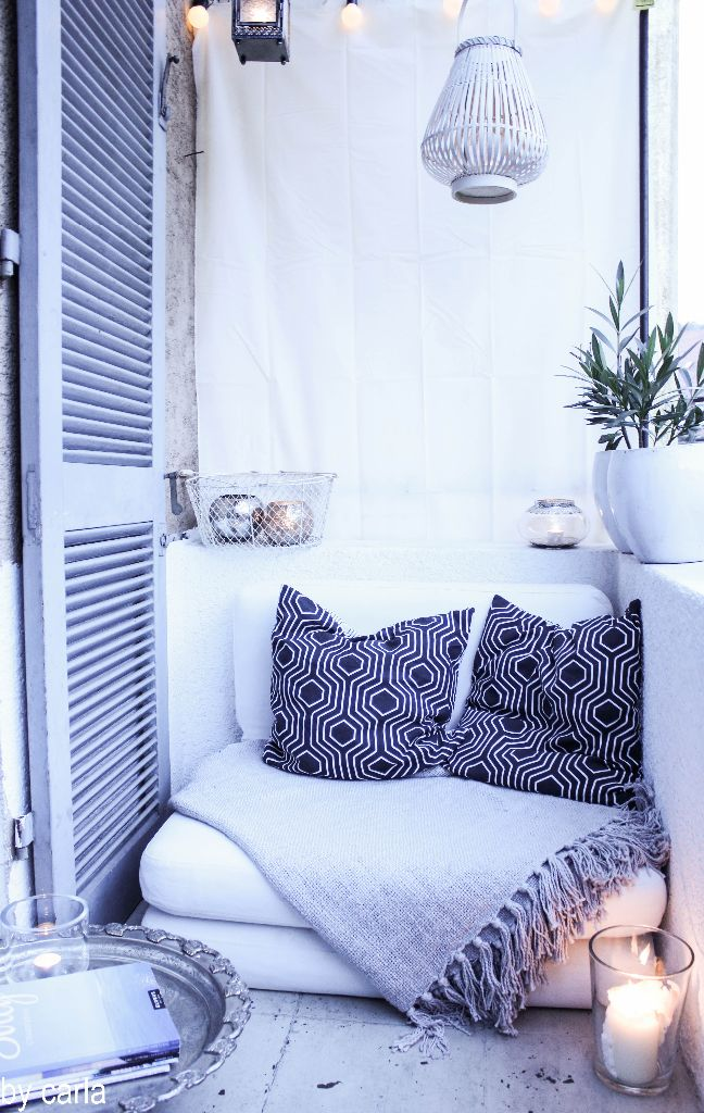 apartment balcony day bed